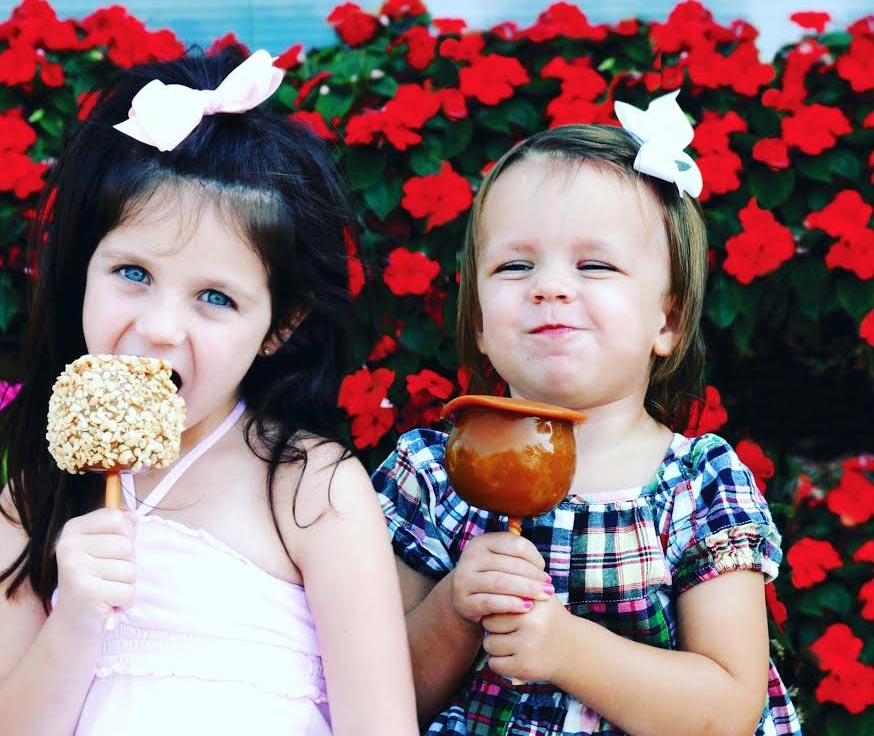 girls eating candy apples